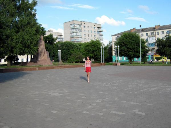 По главной площади города
